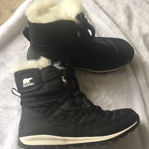Sorel black waterproof winter boots fuzzy inside